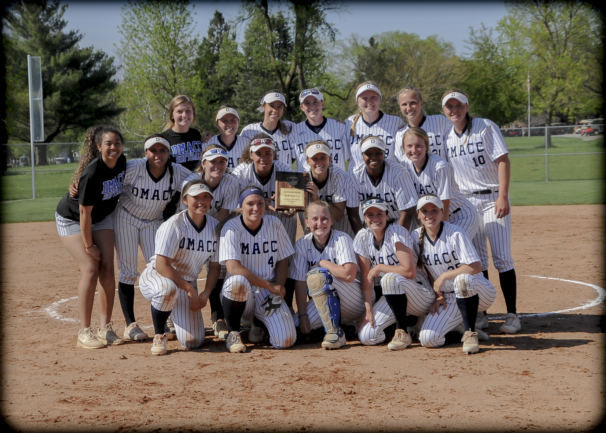 DMACC Softball Team with Championship plaque